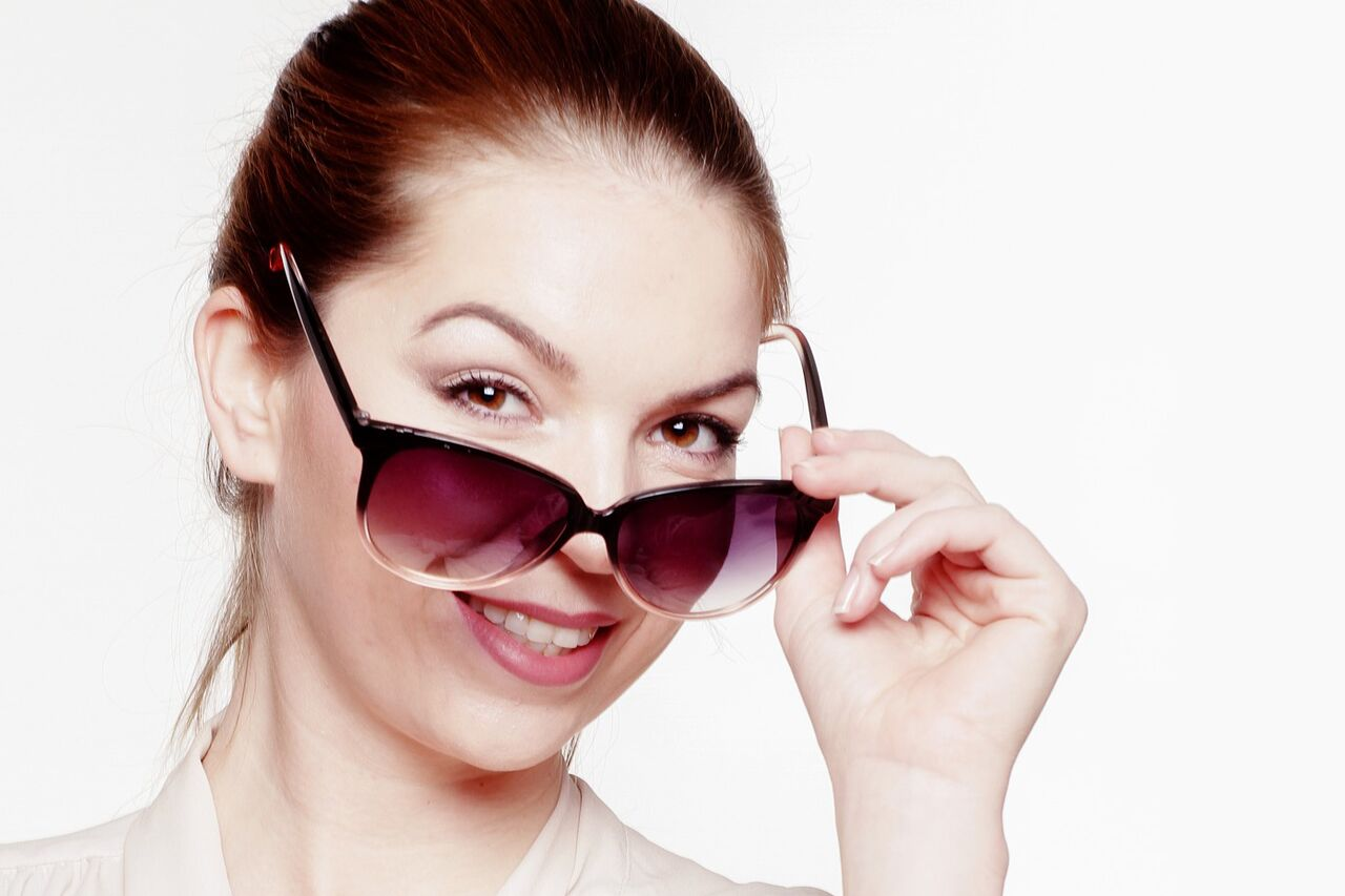 Woman Smiling Sunglasses 1280x853